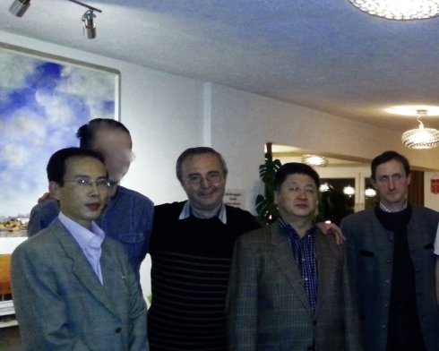 Die Botschaftsvertreter der DVRK und Teile der AIP-Delegation