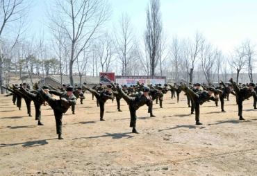 150424 - SK - Die Ehre Koreas - 03 - KVA - Koreanische Volksarmee