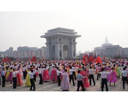 150618 - SK - KIM JONG IL - Die Freude im Juni - 03 - Arbeitsbeginn des Genossen KIM JONG IL im ZK der PdAK