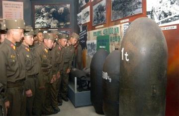 150624 - SK - KIM IL SUNG - Zeuge der Geschichte des bestialischen US-Imperialismus - 09