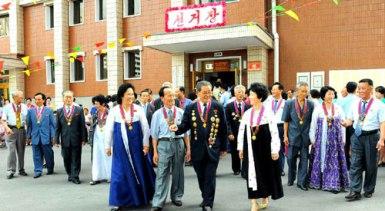 150720 - RS - Teilnahme an den Kommunalwahlen teil - 01 - 김일성종합대학 교육자살림집에서