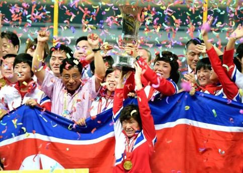 150810 - Naenara - Die DVRK-Fußballerinnen belegten im Frauen-Ostasienpokal 2015 des Ostasiatischen Fußballverbandes den ersten Platz - 01