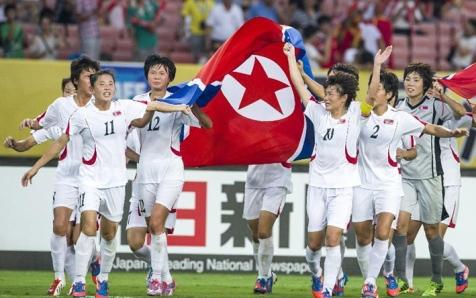 150810 - Naenara - Die DVRK-Fußballerinnen belegten im Frauen-Ostasienpokal 2015 des Ostasiatischen Fußballverbandes den ersten Platz - 03