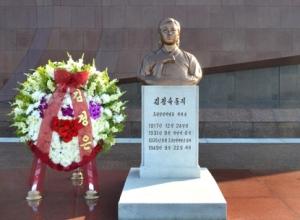 150920 - SK - Unvergänglich sind die Verdienste der Genossin Kim Jong Suk - 18