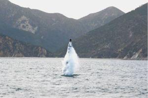 160424 - 조선의 오늘 - KIM JONG UN - Marschall KIM JONG UN leitete einen Unterwasserschießtest der ballistischen Rakete vom strategischen U-Boot - 10 - 전략잠수함 탄도탄수중시험발사에서 또다시 대성공 경애하는 김정은동지께서 시험발사를 현지에서 지도하시였다