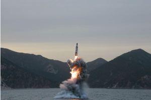 160424 - 조선의 오늘 - KIM JONG UN - Marschall KIM JONG UN leitete einen Unterwasserschießtest der ballistischen Rakete vom strategischen U-Boot - 12 - 전략잠수함 탄도탄수중시험발사에서 또다시 대성공 경애하는 김정은동지께서 시험발사를 현지에서 지도하시였다