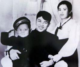 KIM IL SUNG KIM JONG IL Kim Jong Suk glücklich