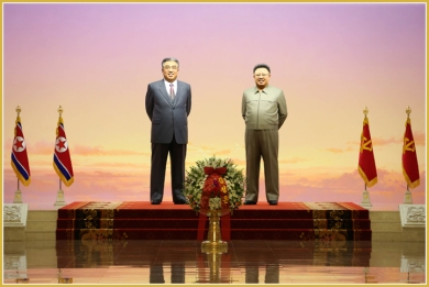 160708 - Naenara - KIM JONG UN - Marschall KIM JONG UN besuchte den Sonnenpalast Kumsusan - 01 - 경애하는 김정은동지께서 위대한 수령 김일성동지의 서거 22돐에 즈음하여 금수산태양궁전을 찾으시였다