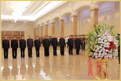 160708 - Naenara - KIM JONG UN - Marschall KIM JONG UN besuchte den Sonnenpalast Kumsusan - 02 - 경애하는 김정은동지께서 위대한 수령 김일성동지의 서거 22돐에 즈음하여 금수산태양궁전을 찾으시였다