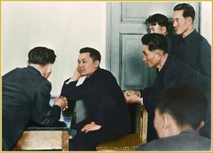 170216-naenara-kim-jong-il-patriot-aller-zeiten-005-mit-den-studenten-der-kim-il-sung-universitaet-februar-1963