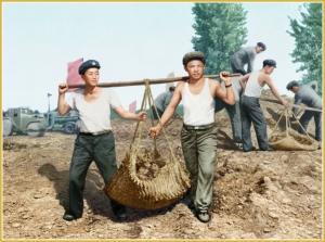 170216-naenara-kim-jong-il-patriot-aller-zeiten-006-beim-ausbau-der-strasse-wasandong-ryongsong-mai-1961