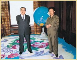 170216-naenara-kim-jong-il-patriot-aller-zeiten-030-mit-kim-il-sung-mai-1986