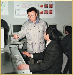170216-naenara-kim-jong-il-patriot-aller-zeiten-037-waehrend-der-vor-ort-anleitung-der-wissenschaftlichen-erforschung-in-der-staatlichen-akademie-der-wissenschaften-januar-1999