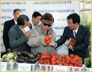 170216-naenara-kim-jong-il-patriot-aller-zeiten-051-bei-der-besichtigung-des-instituts-fuer-gemueseanbau-pyongyang-maerz-2011