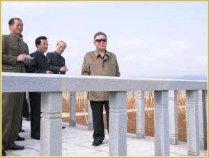 170216-naenara-kim-jong-il-patriot-aller-zeiten-052-im-obstbaubetrieb-kosan-juni-2011