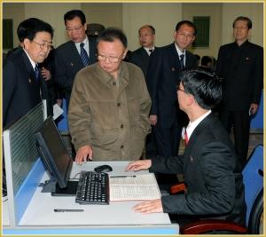 170216-naenara-kim-jong-il-patriot-aller-zeiten-053-in-der-neu-gestalteten-e-bibliothek-der-kim-il-sung-universitaet-april-2010