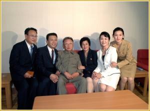 170216-naenara-kim-jong-il-patriot-aller-zeiten-055-in-der-familie-eines-kuenstlers-der-vor-einigen-tagen-umgezogen-ist-oktober-2010