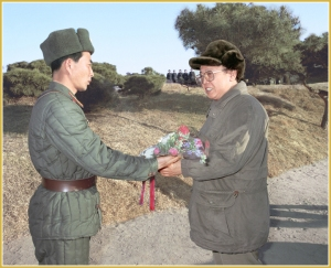 170216-naenara-kim-jong-il-patriot-aller-zeiten-060-beim-besuch-der-latschenwald-kompanie-tabaksol-am-neujahrstag-januar-1995