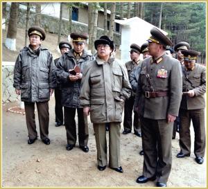 170216-naenara-kim-jong-il-patriot-aller-zeiten-063-am-vorposten-taedoksan-maerz-1996