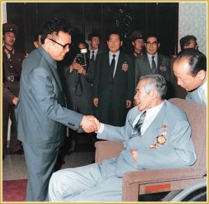 170216-naenara-kim-jong-il-patriot-aller-zeiten-072-beim-empfang-von-ri-in-mo-inkarnation-von-kredo-und-willen-juli-1993