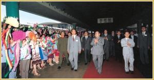 170216-naenara-kim-jong-il-patriot-aller-zeiten-082-mit-hu-yaobang-generalsekretaer-des-zk-der-kpch-auf-dem-bahnhof-beijing-juni-1983