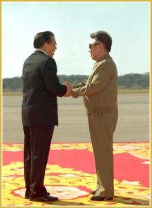 170216-naenara-kim-jong-il-patriot-aller-zeiten-086-treffen-mit-nong-duc-manh-generalsekretaer-des-zk-der-kp-vietnam-der-pyongyang-besucht-oktober-2007