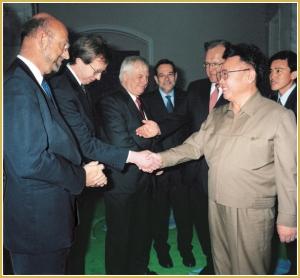 170216-naenara-kim-jong-il-patriot-aller-zeiten-088-empfang-der-mitglieder-der-eu-delegation-auf-hoechster-ebene-mai-2001